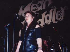 Kirsty MacColl at the Mean Fiddler, 22 June 1992 © Terry Hurley