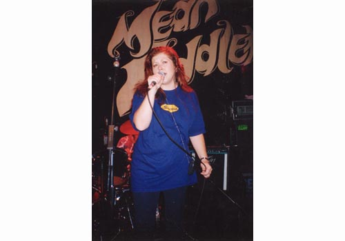 Kirsty MacColl at the Mean Fiddler, 1993 © Terry Hurley